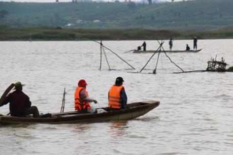 Vụ lật xuồng trên hồ thủy điện Đại Ninh: Tìm thấy một thi thể