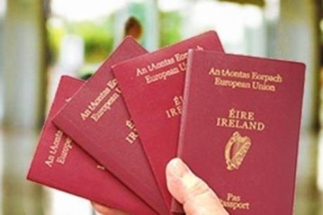 Người Anh đổ xô xin cấp hộ chiếu Ireland sau Brexit