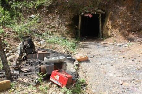 Phá bỏ các hầm khai thác vàng trái phép ở KonTum