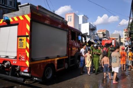Tp. Hồ Chí Minh: Cháy lớn tại cửa hàng hoa vải sát chợ Bình Tây