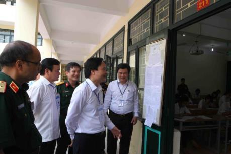 Kỳ thi THPT quốc gia 2016: Bộ trưởng Phùng Xuân Nhạ kiểm tra đột xuất các điểm thi