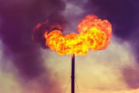 Giá dầu tăng trước khả năng nguồn cung giảm