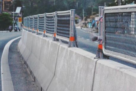 Xử lý nghiêm hành vi tháo tấm chống lóa trên Quốc lộ 1A