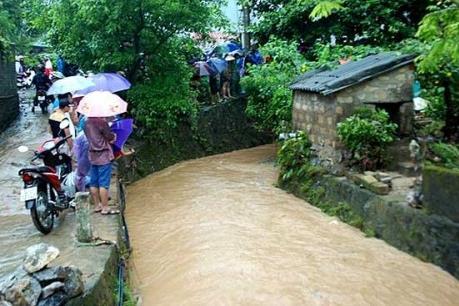 Quảng Ninh: 3 sinh viên tình nguyện bị nước cuốn trôi