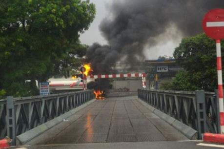 Hà Nội: Cháy lớn tại khu vực cây xăng Đền Lừ