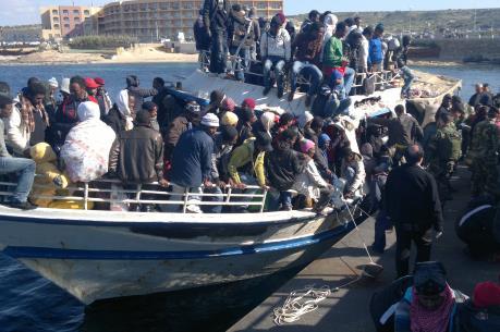 Hơn 4.500 người di cư được cứu sống ở ngoài khơi Italy