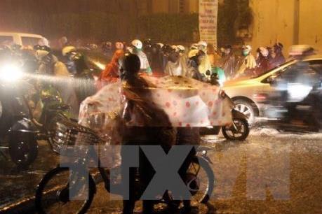 Dự báo thời tiết đêm 2/1: Các tỉnh thành Bắc Bộ, Trung Bộ có mưa nhỏ vài nơi, trời rét