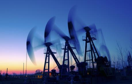 """Giá dầu phục hồi nhờ hoạt động """"săn"""" hàng giá rẻ"""