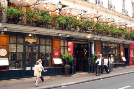 Một ngày lang thang đến quán cà phê đầu tiên ở Paris