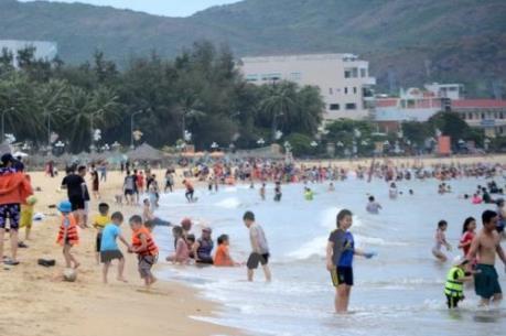 Không có chuyện bãi biển Quy Nhơn ngập rác thải