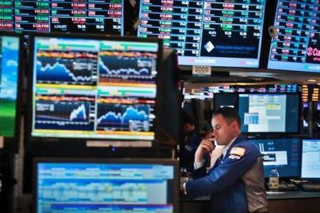 """Chỉ số S&P 500 áp sát mức cao kỷ lục trong lịch sử, Dow Jones chạm """"đỉnh"""" năm 2016"""