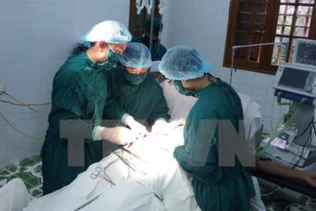 Hà Nội xét tuyển đặc cách bác sỹ nội trú bệnh viện và thủ khoa xuất sắc vào viên chức