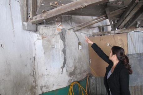 """Chỉ đạo mới về vụ """"giải cứu"""" người dân sống trong ngôi nhà chờ sập ở Long Biên"""