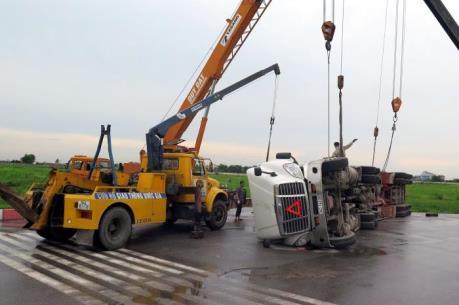 Vụ lật xe trên cao tốc Pháp Vân–Cầu Giẽ: Tập trung cứu chữa cho người bị thương