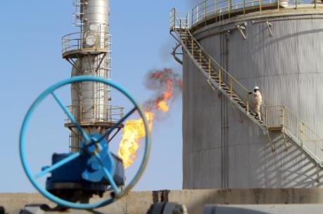 Giá dầu châu Á chiều 13/7 giảm do mối lo dư cung
