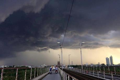 Dự báo thời tiết đêm 13/7: Miền Bắc có mưa dông, đề phòng dông sét và gió giật mạnh