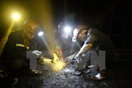 """""""Níu"""" chân công nhân mỏ"""