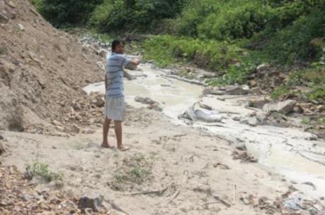 """Vụ """"đầu độc"""" sông Cẩm Đàn: Yêu cầu Tập đoàn Á Cường dừng hoạt động sản xuất"""