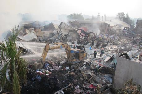 Cháy lớn tại bãi phế thải nhựa tái chế tại Hải Dương