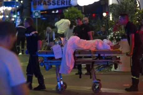 Vụ tấn công tại Pháp: Đã có ít nhất 80 người thiệt mạng và nhiều người bị thương