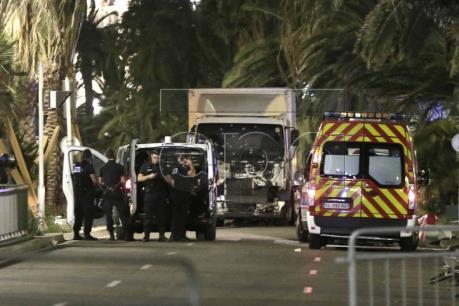 Vụ tấn công tại Pháp: Tổng thống Hollande tuyên bố đây là hành động khủng bố