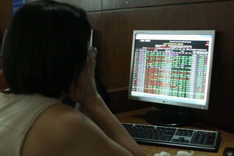 Chứng khoán sáng 15/7: VN-Index giảm nhẹ dù có trụ đỡ từ cổ phiếu ngân hàng