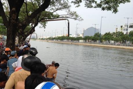 Thành phố Hồ Chí Minh: Ngã xuống kênh, hai người tử vong