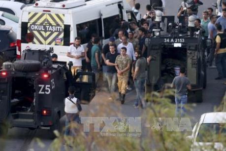Vụ đảo chính ở Thổ Nhĩ Kỳ: Khoảng 50 binh sĩ tham gia đảo chính đầu hàng