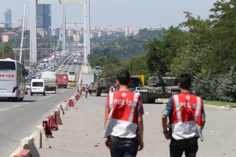 Vụ đảo chính ở Thổ Nhĩ Kỳ: Bắt giữ hàng trăm sĩ quan quân đội