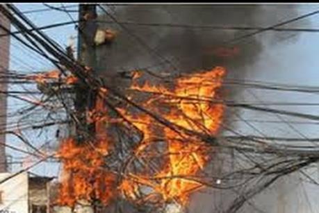 Hà Nội khắc phục sự cố cháy đường dây điện hạ thế ở Nghĩa Đô