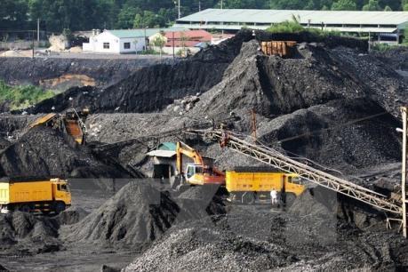 Quảng Ninh dừng vận chuyển than bằng đường bộ vào năm 2017