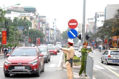 """Clip """"Cảnh sát giao thông """"đá"""" người đi xe máy"""": Công an Hà Nội lên tiếng"""
