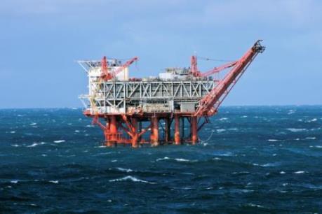 Sập giàn khoan dầu trên biển Caspian khiến nhiều công nhân mất tích