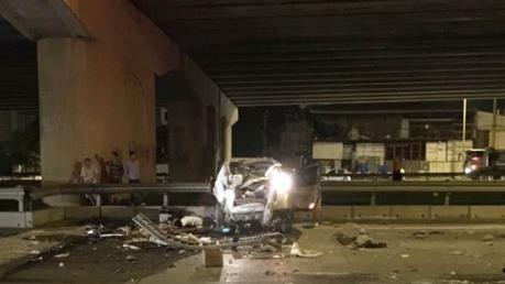 Hà Nội: Xe ô tô rơi từ đường trên cao xuống đất, tài xế tử vong