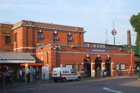 Một ga tàu điện ngầm ở London sơ tán khẩn cấp vì cảnh báo an ninh