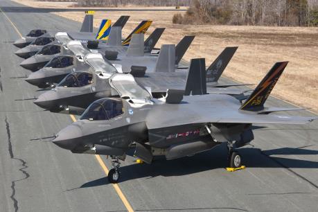 Doanh thu Lockheed Martin vượt mong đợi nhờ đơn hàng chiến đấu cơ F-35