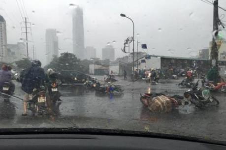 Thận trọng khi lưu thông trên cầu thời điểm có mưa bão