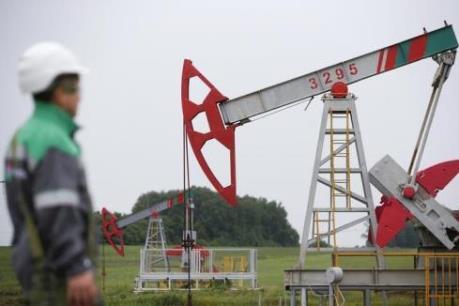 """Giá dầu thế giới chạm """"đáy"""" của ba tháng"""