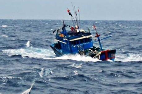 Cứu được 7 ngư dân gặp nạn trên biển do bão số 1