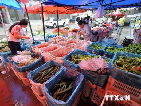 Ảnh hưởng của bão số 1: Giá mặt hàng rau xanh và thịt tươi sống tăng nhẹ