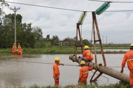 Cuối ngày hôm nay sẽ khôi phục cấp điện cho Hà Nội và 29 trạm bơm tiêu úng