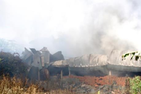 Bình Dương: Cháy xưởng nệm mút, hàng trăm trẻ mầm non phải sơ tán