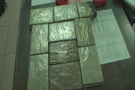 Điện Biên: Bắt đối tượng vận chuyển trái phép 21 bánh heroin