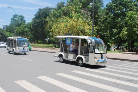 Quảng Bình: Triển khai thí điểm sử dụng ô tô điện vận chuyển khách du lịch
