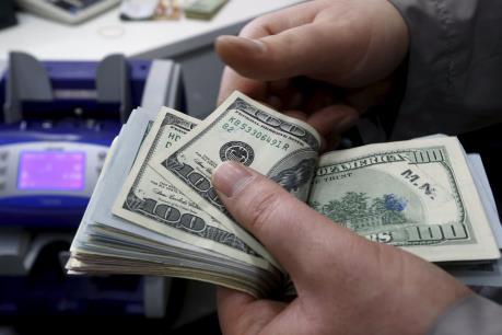 Số liệu kinh tế Mỹ yếu hơn dự kiến tiếp tục nhấn chìm đồng USD