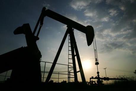 Giá dầu châu Á  ngày 1/8 đi lên nhưng vẫn đối mặt với sức ép