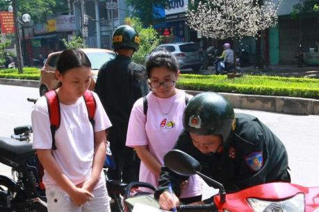 Hà Nội xử lý gần 800 trường hợp vi phạm liên quan đến mũ bảo hiểm trong ngày 1/8