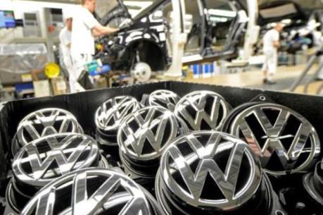 """Volkswagen """"gặp khó"""" trên sân nhà"""