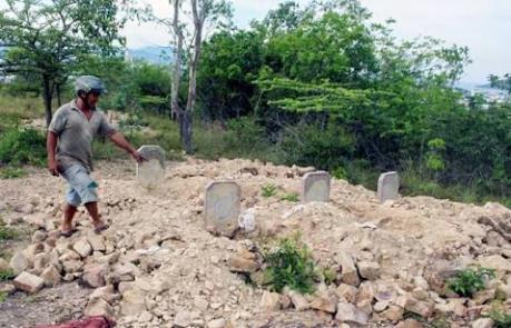 Làm rõ vụ hơn 100 ngôi mộ bị di dời gây bức xúc dư luận ở Khánh Hòa