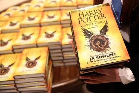 Kịch bản Harry Potter lập kỷ lục bán tại Anh và Mỹ